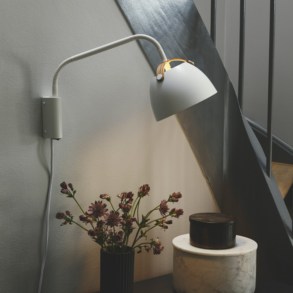 Bewegliche Wandlampe mit Kabel und Schalter